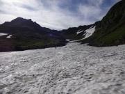 千蛇谷の雪渓コースを行く