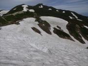 切合小屋手前の雪渓