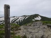 草履塚から飯豊山頂を眺望