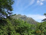 谷川岳トマの耳(左)と最高峰オキの耳(右)
