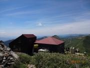 谷川岳肩の小屋と天神平方面