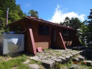 山頂の避難小屋(宿泊可)