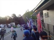 芦安バス停でバス乗車待ちの長蛇の列