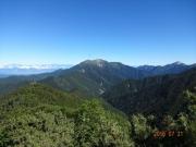 振り返り見る仙丈ヶ岳と甲斐駒ヶ岳
