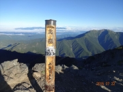 北岳山頂から仙丈岳と中央アルプス眺望