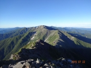北岳山頂から北岳山荘、中白根山、間ノ岳眺望