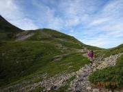 大聖寺平を進む登山者達