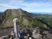 小赤石岳山頂から赤石岳を眺望