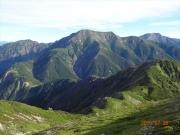 上河内岳から聖岳(中央)、赤石岳(右)を望む