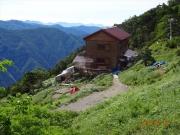 茶臼小屋のテントを設営後、縦走再開