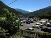 畑薙臨時駐車場。駐車車両は来た時の3倍