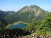 五色山から眺める五色沼と奥白根