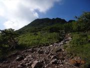 弥陀ヶ池から奥白根への登坂道