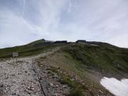 白馬山荘。頂上は近い