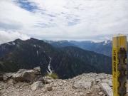 五竜岳山頂から鹿島槍ヶ岳を眺望