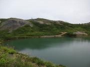 下山路で、八方池とケルン