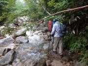 一ノ沢沿いを進む登山ルート