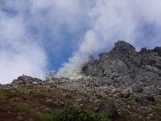 噴煙を上げている焼岳