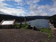 青空ものぞく有峰湖展望台