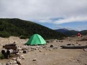 薬師峠テント場に合計3張のテント