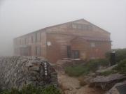 霧に包まれた薬師岳山荘