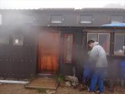 強風雨が叩きつける水晶小屋