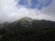 徐々に天候回復し鷲羽岳が姿を見せる