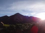 朝日を浴びて羽ばたく鷲羽岳