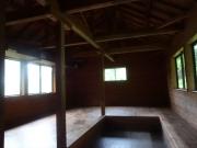 ほこら小屋の内部