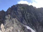 雪渓の先から「カニのタテバイ」スタート