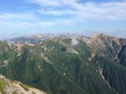 縦走路右手手前に赤牛岳、奥に薬師岳