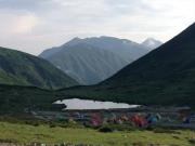 夕晴れのテント場と笠ヶ岳