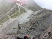 登攀途中で見下ろす槍ヶ岳山荘