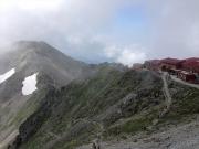 槍ヶ岳山荘から穂高へ向かう稜線