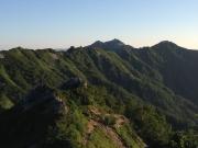 縦走路の先に燕山荘と燕岳