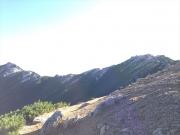 左端が燕岳、右端が燕山荘