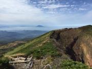 井戸岳手前で赤倉岳からの縦走路を振り返る