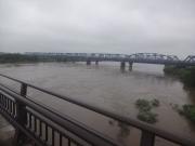 雨で増水した最上川
