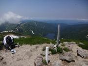 以東岳山頂から大鳥池を望む