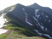 中岳から大朝日岳へ続く縦走路