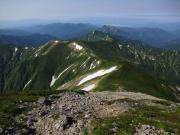 大朝日から祝瓶山への道、遠く飯豊連山を眺望
