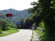 道路の気温標示計は33℃!
