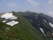 縦走路から眺望、中央に北俣岳、右奥に門内小屋