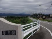 早月橋を渡り早月川沿いに進む