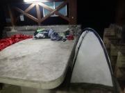 未明のかまど場でテント収納