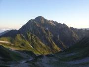 朝日に輝き出した剱岳