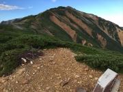 間山山頂から北薬師・薬師岳方面を眺望