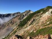 北薬師(中央)と薬師岳(左奥)を眺望