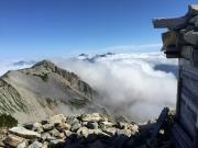 薬師岳山頂からカール越しに立山方面を眺望