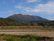 出発地点に戻る路上から東岳眺望